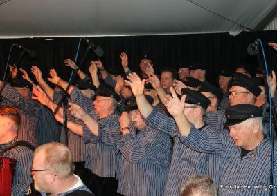 Optreden bij de nieuwe rokerij van Koelewijn's Haringinleggerij