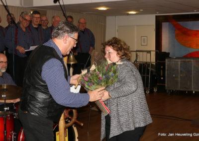 14 Bloemetje voor onze dirigent